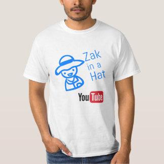 Camiseta Zak em um chapéu