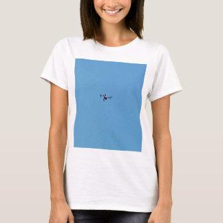 Camiseta Zangão de Hoovering contra a simplicidade do céu