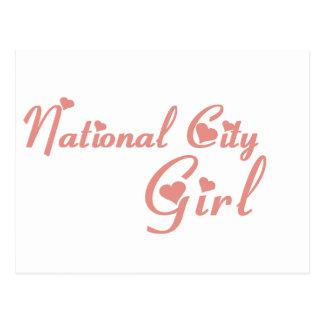 Camisetas nacionais da menina da cidade cartão postal