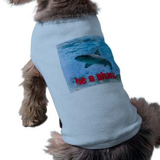 Camisola de alças com nervuras do tubarão do camisa sem mangas para cachorro