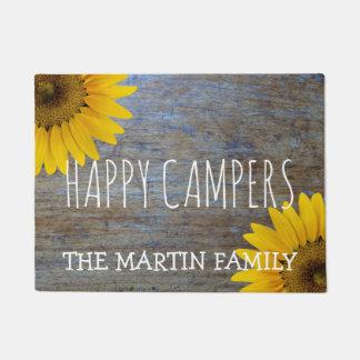 Campistas felizes rústicos da madeira | do país tapete