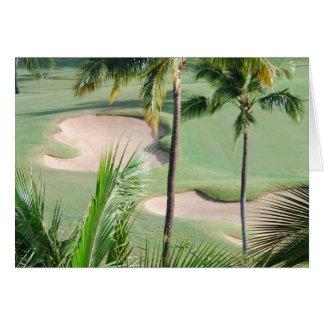 Campo de golfe no cartão dos trópicos
