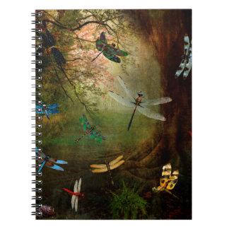 Campo de jogos da libélula caderno espiral