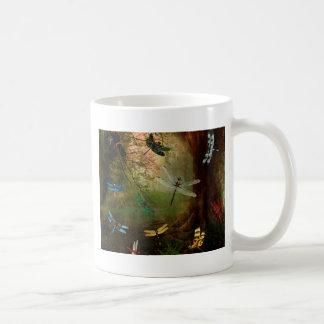 Campo de jogos da libélula caneca de café