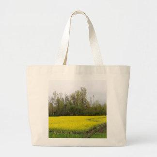 Campos amarelos ricos da mostarda em Kashmir Bolsas De Lona