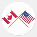Canadá e bandeiras cruzadas os Estados Unidos Adesivos Redondos