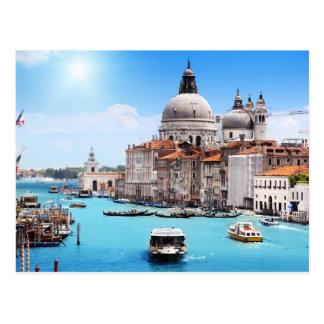 Canal de Veneza no cartão do verão