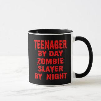 Caneca Adolescente pelo assassino do zombi do dia em a