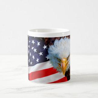 CANECA - águia americana americana irritada na
