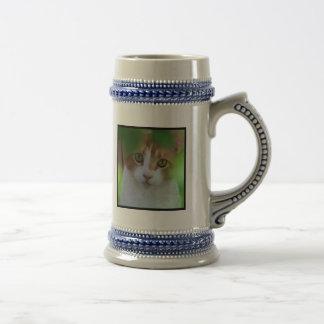 Caneca alaranjada do gato de gato malhado