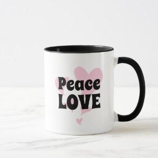 Caneca Amor da paz em flutuar corações cor-de-rosa