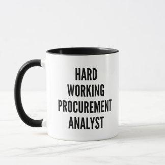 Caneca Analista de trabalho duro da obtenção