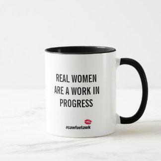 Caneca As mulheres reais são uns trabalhos em curso (a