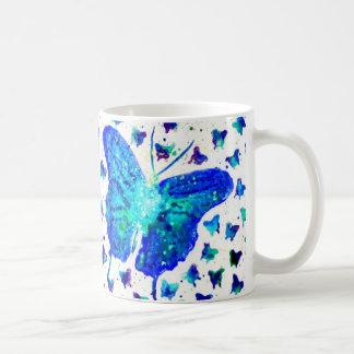 Caneca azul da aguarela da borboleta