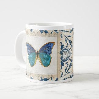 Caneca azul da arte da borboleta de Boho Caneca Gigante