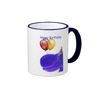 Caneca azul do aniversário do hipopótamo feliz