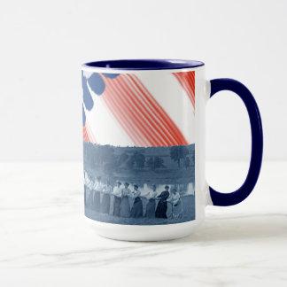 Caneca bandeira americana da Reboque-O-Guerra do conflito