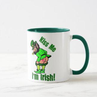 Caneca Beije-me que eu sou Leprechaun Mooning irlandês