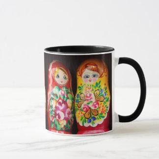 Caneca Bonecas coloridas de Matryoshka