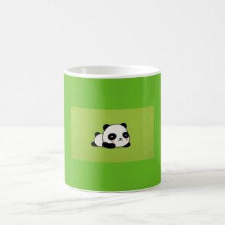 Caneca bonito da panda de Kawii dos desenhos