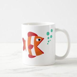 Caneca bonito dos desenhos animados dos peixes