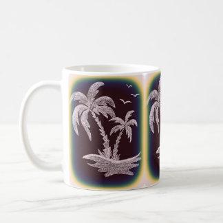 Caneca branca com palmeiras