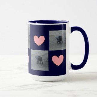 Caneca Campainha dos corações do elefante do bebê