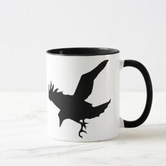 Caneca cerâmica da silhueta do corvo do vôo