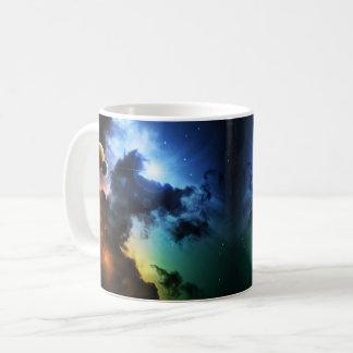 Caneca colorida da nebulosa da fantasia