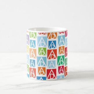 Caneca colorida de ADAA
