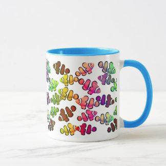 Caneca colorida de Clownfish do recife de corais