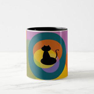 Caneca colorida do gato preto
