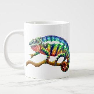 Caneca colorida do jumbo do camaleão da pantera