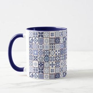 Caneca com teste padrão português dos azulejos -