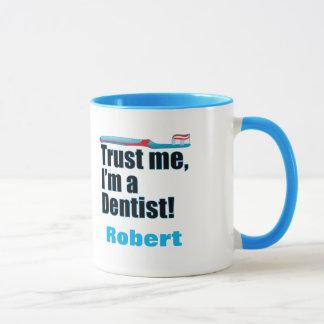Caneca Confie-me piada do cirurgião dental do dentista