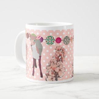 Caneca cor-de-rosa bonito da jovem corça da flor d canecas de café muito grande