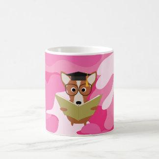 Caneca cor-de-rosa do cão do estudo de Camo Caneca De Café