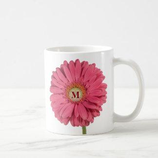 Caneca cor-de-rosa do monograma da margarida do