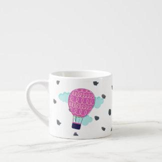 Caneca cor-de-rosa lunática do balão de ar quente