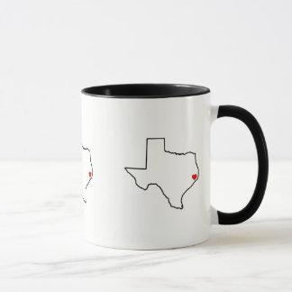 Caneca Coração do vermelho do esboço de Texas do alivio