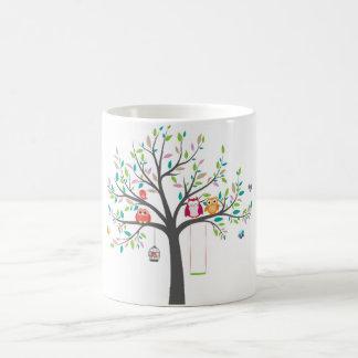 Caneca -- Corujas bonitos na árvore