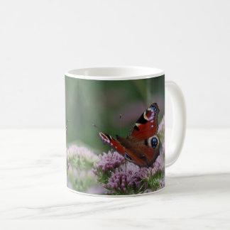 Caneca da borboleta de pavão