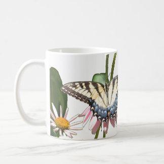 Caneca da borboleta & do zangão