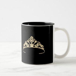 Caneca da coroa da representação histórica do ouro