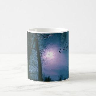 caneca da foto da refracção da água