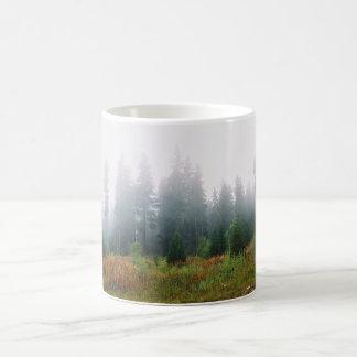 Caneca da foto de Forrest dos pinheiros
