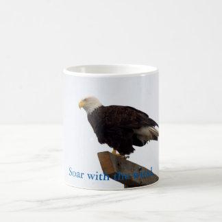 Caneca da fotografia da águia americana