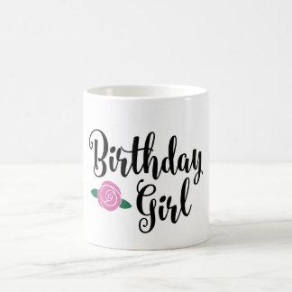 Caneca da menina do aniversário