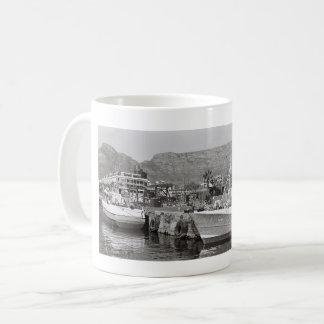 Caneca da montanha da mesa do porto do beira-rio