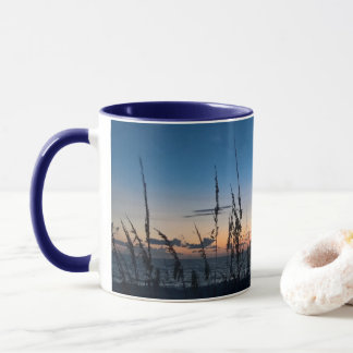 Caneca da praia do nascer do sol
